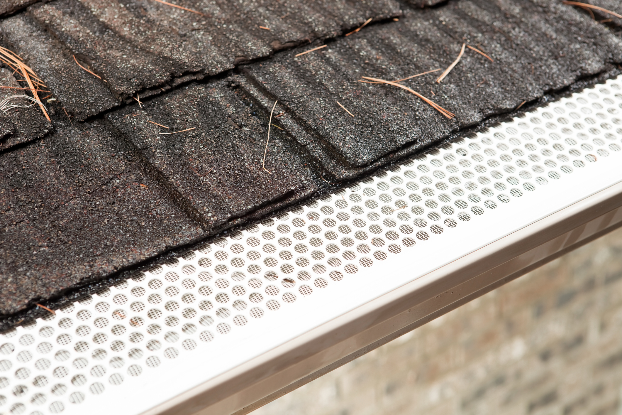 Pros Amp Cons Of Gutter Screening Welte Roofing